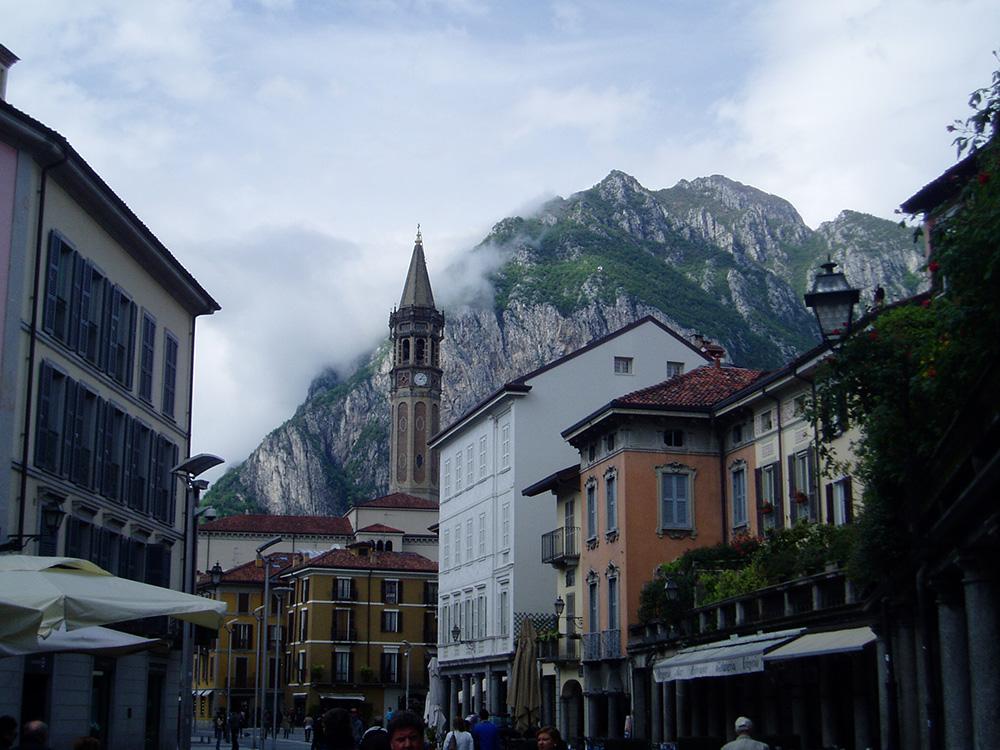 Lecco, na Como de 2e grootste stad aan het Comomeer