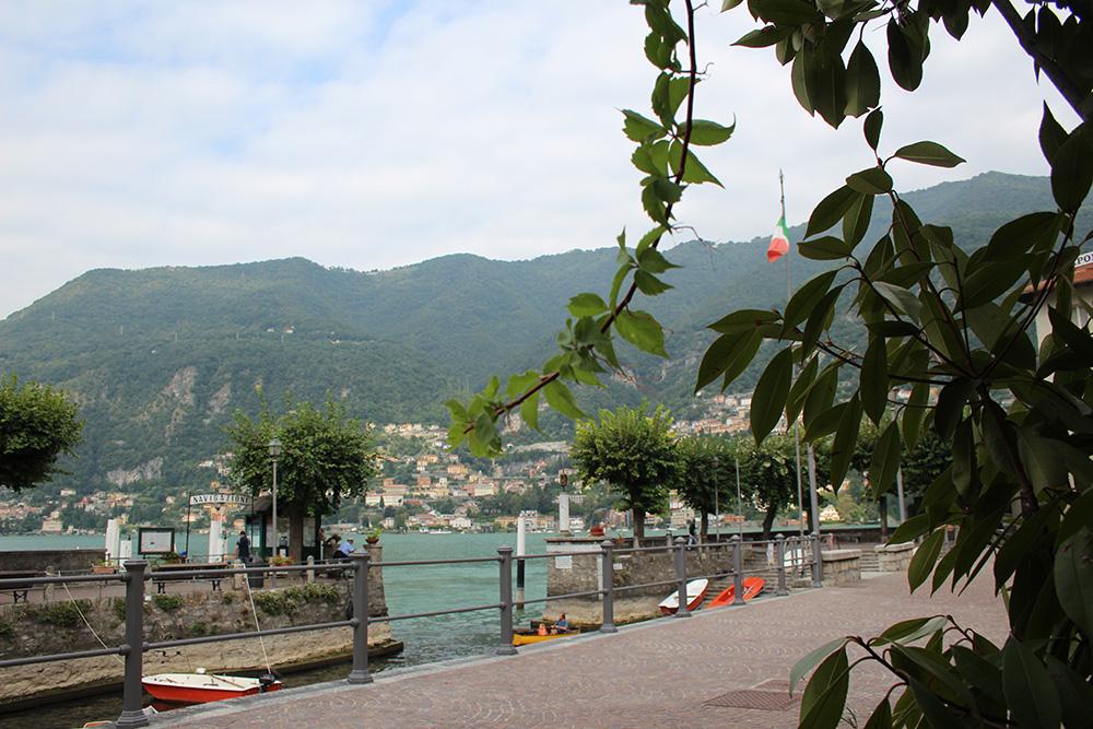 Opstappunt in Torno vanwaar de veerboten vertrekken