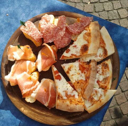 Een tapasplankje bij Bar Italia Tornoallariva