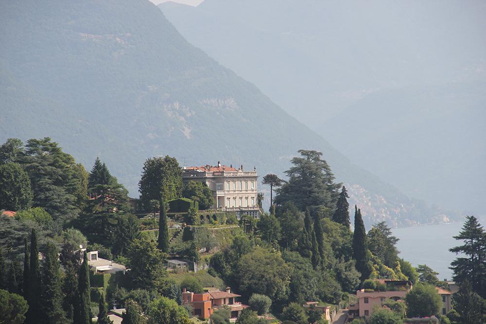 Rond Lago di Como zie je de ene villa na de andere