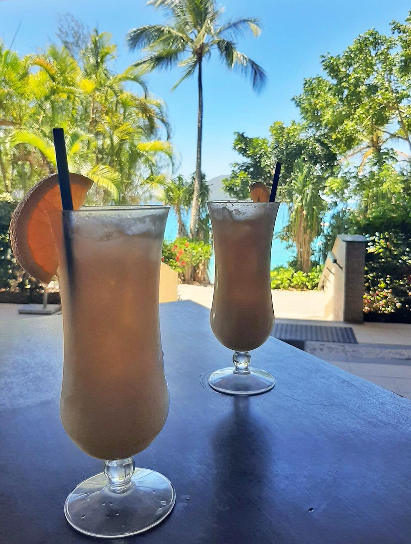 Cocktail drinken bij de bar