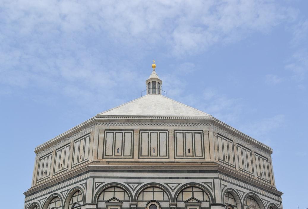 De 8 hoekige koepel van Battistero di San Giovanni