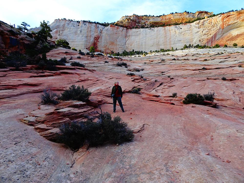 Gastblogger Valerie te midden van de prachtige kleuren in Zion