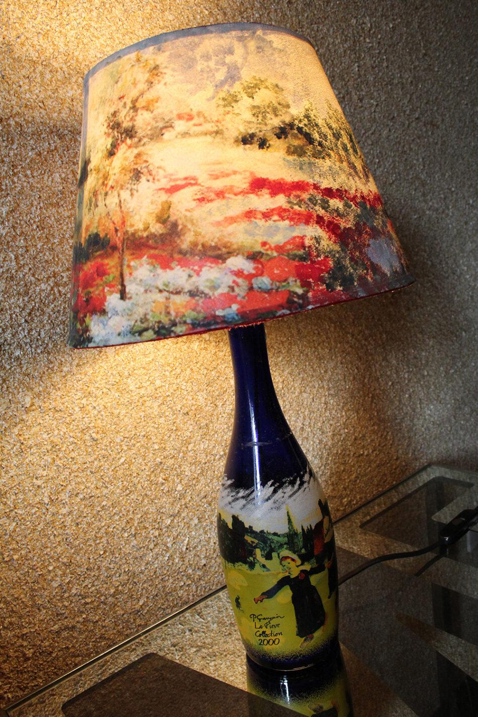 Kunstzinnige bedlampjes in onze kamer van B&B La Perla Blu