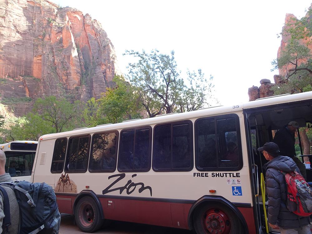 Shuttlebus in Zion - Zion National Park