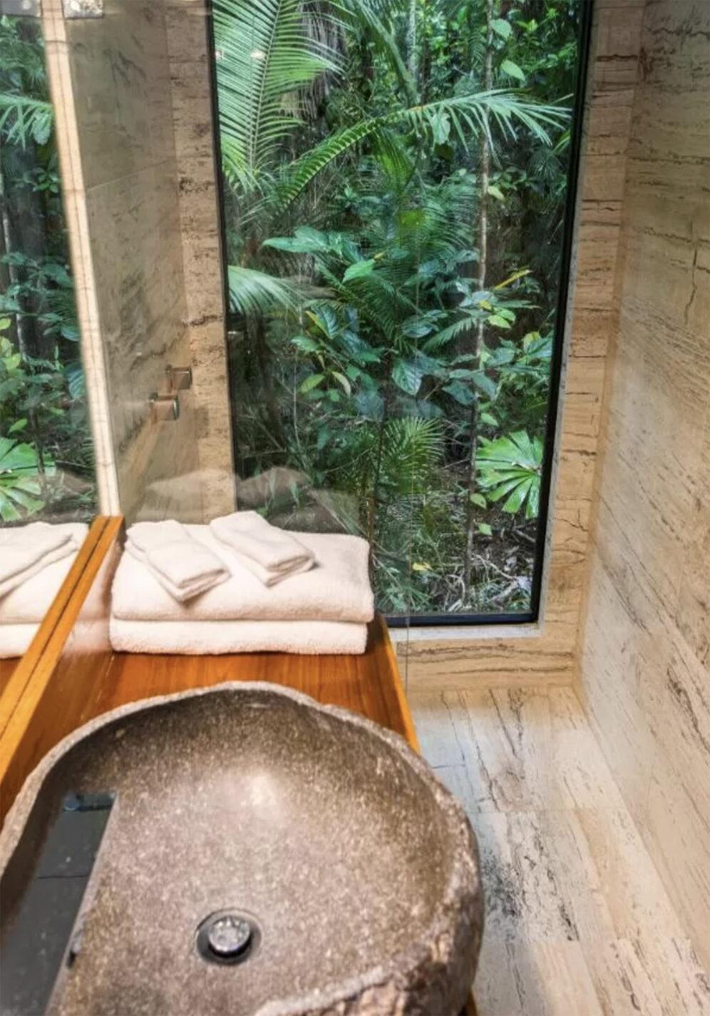 Prachtige badkamer - waarbij je echt het gevoel hebt dat je in het regenwoud bent