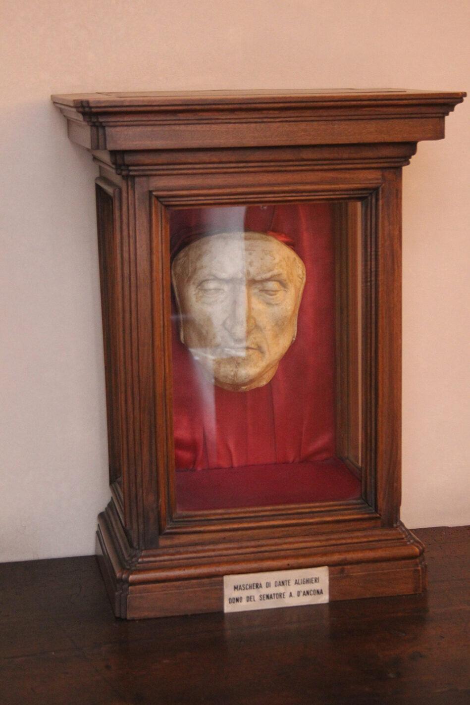 Het beroemde dodenmasker van Dante Alighieri - Toscane