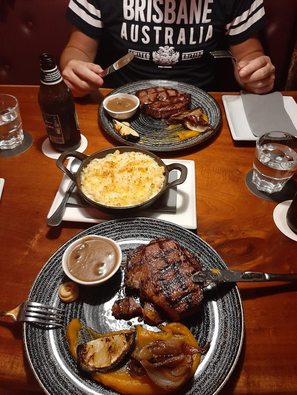 Genieten van een heerlijke malse steak bij Iron Bar