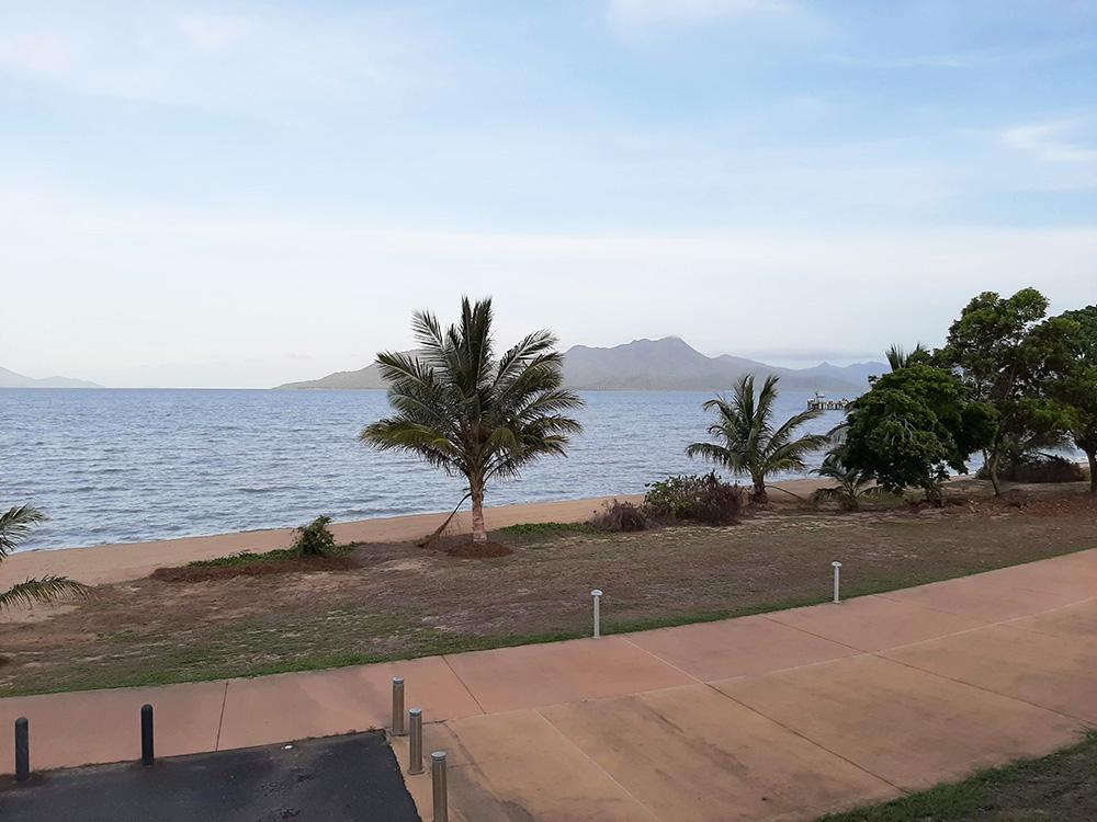 Uitzicht vanuit het Cardwell Beachfront Motel