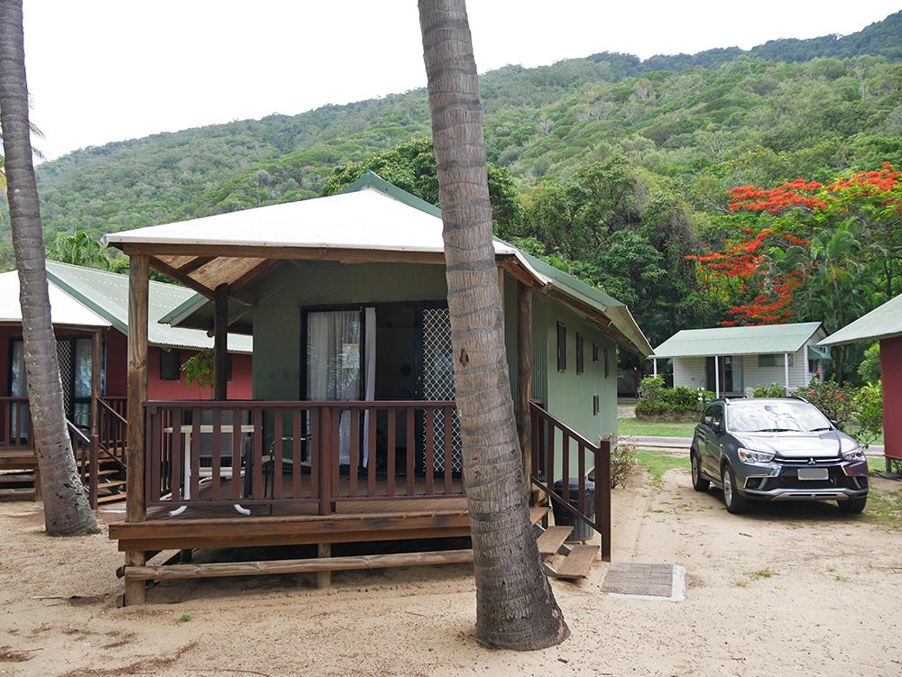 Onze bungalow met veranda aan de voorkant