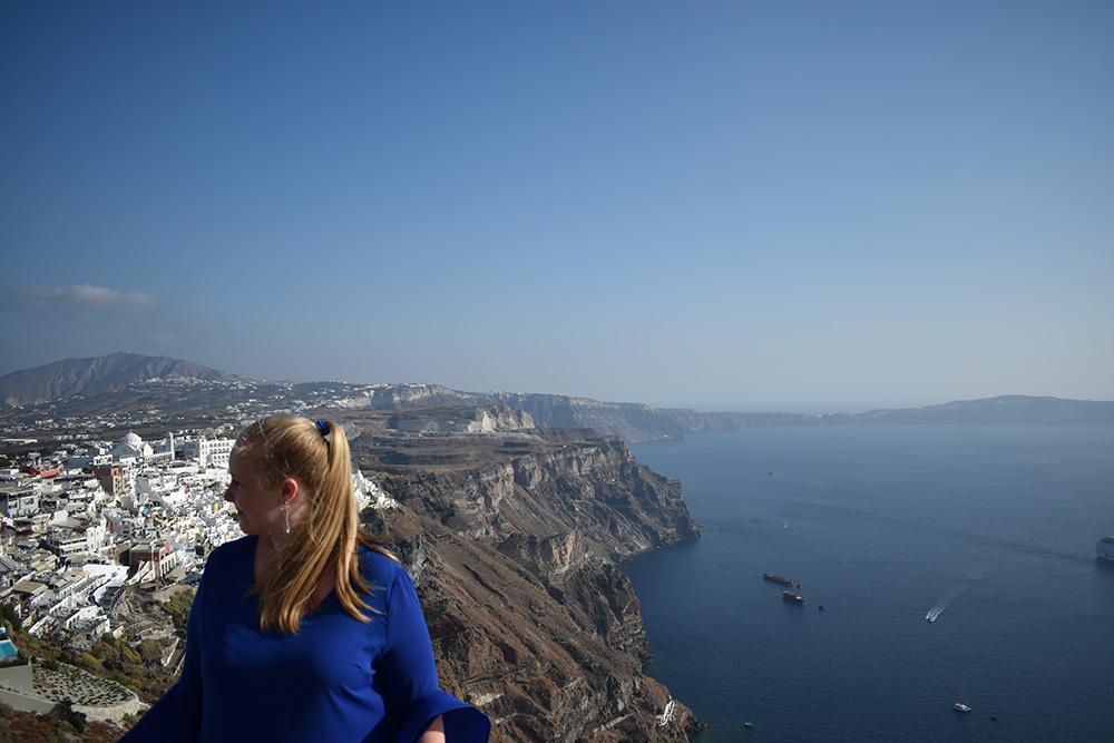 Aan de caldeira in Santorini