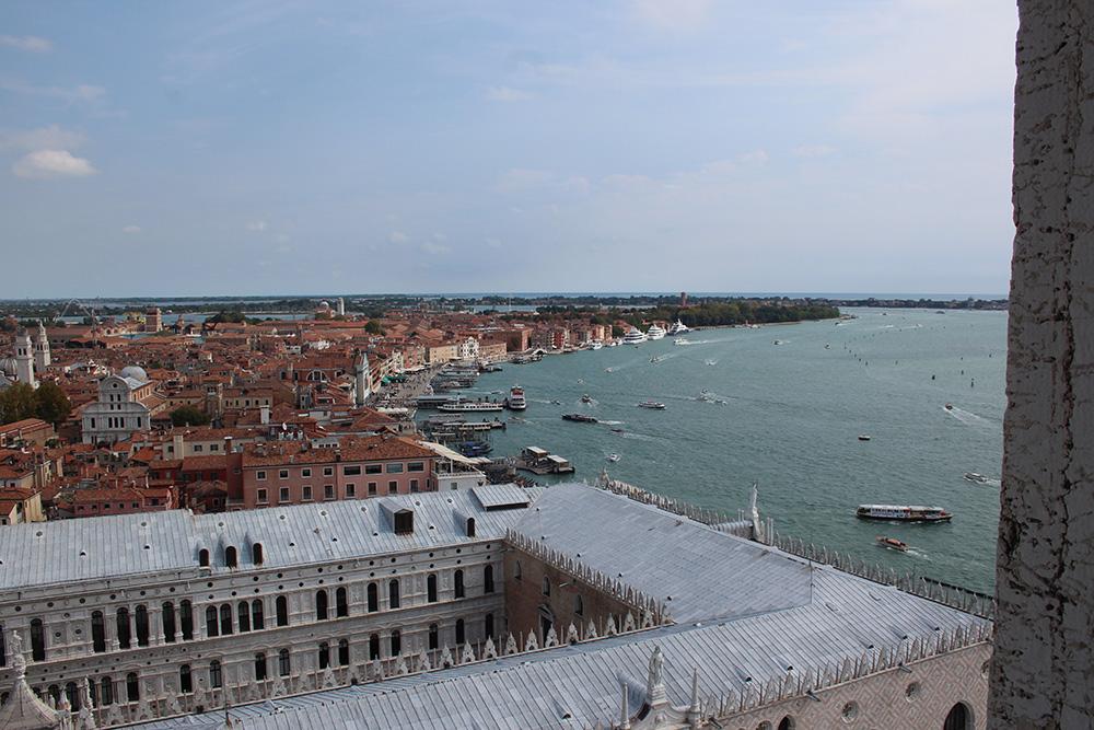 Uitzicht op Palazzo Ducale vanaf de Campanile - Venetië