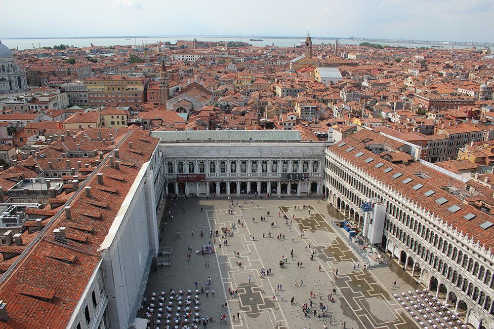 Uitzicht op Piazza San Marco vanaf de Campanile - Venetië