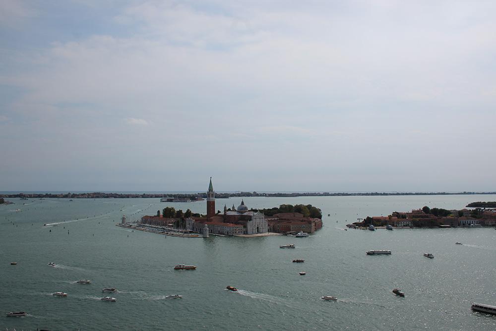 Venetië ligt op een groep van 118 eilandjes in de Lagune van Venetië