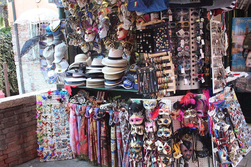 Zelfs de kleurrijke souvenirkraampjes zijn een lust voor het oog