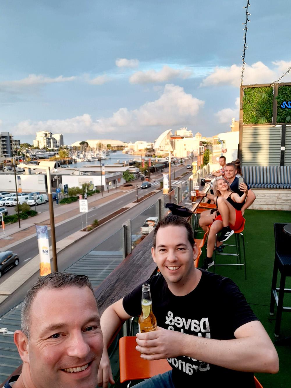 Genieten bij de rooftop bar van 237 Flinders Street - Townsville