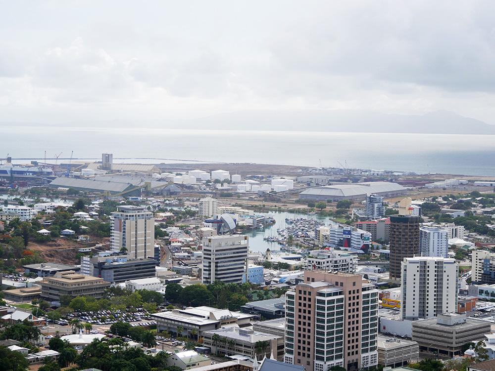 Uitzicht op gebouwen in de stad waaronder ook ons hotel
