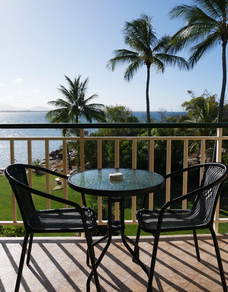 Ons balkon met uitzicht op de kust - Bowen