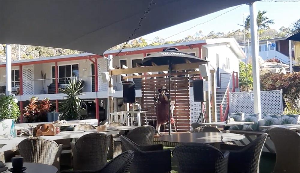 Livemuziek bij Horseshoe Bay Cafe - Bowen