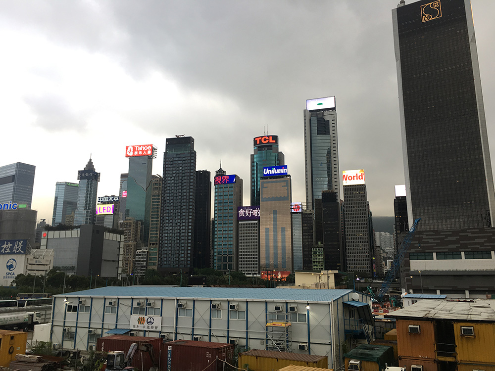 Uitzicht op de wolkenkrabbers van Hong Kong