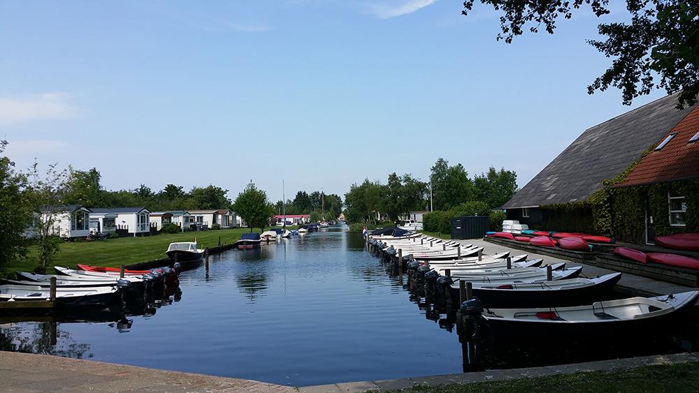 Huur een boot in Friesland en geniet van de omgeving