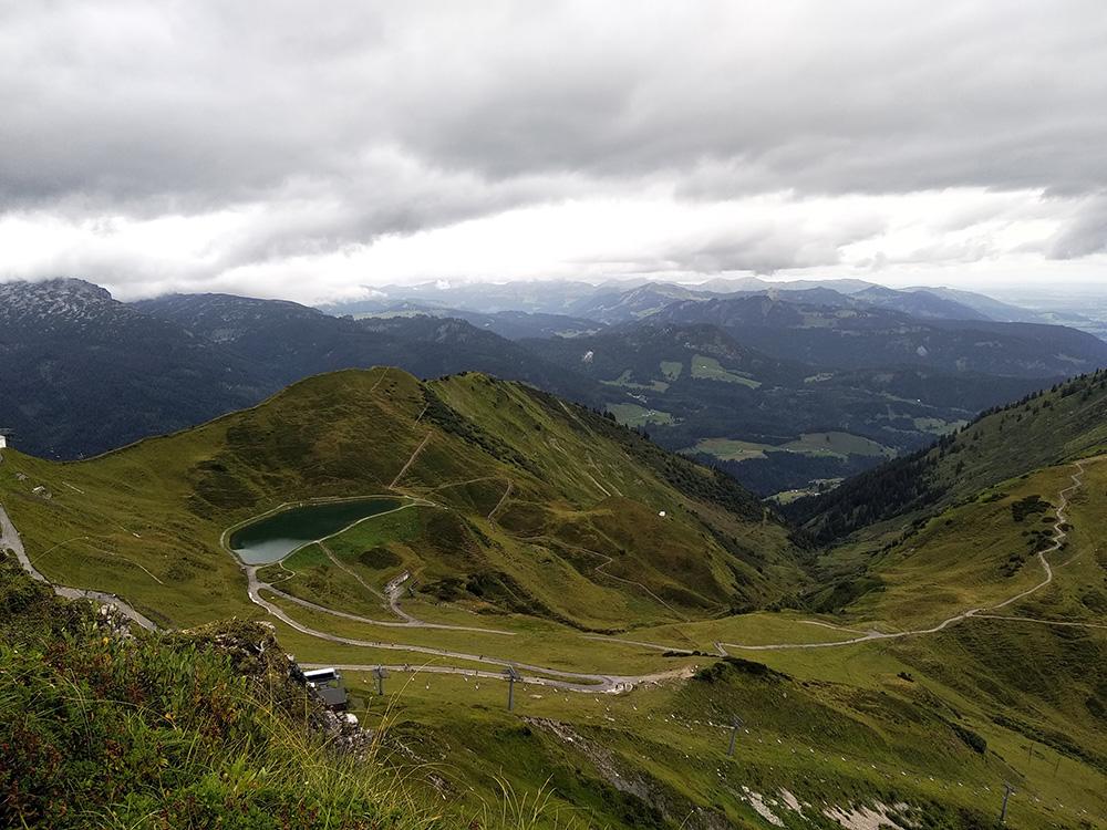 Uitzicht tijdens een bergwandeling in Beieren