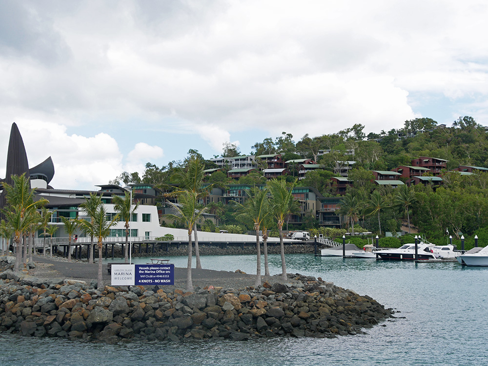 Hamilton Island Marina in zicht