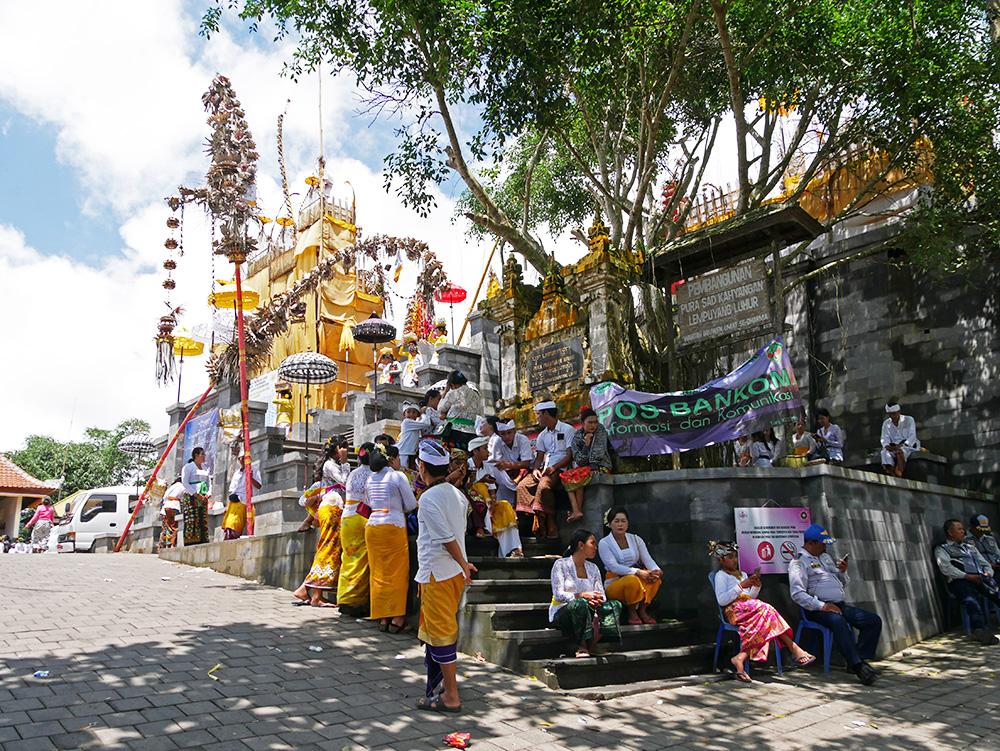Ceremonie bij de Lempuyang Temple