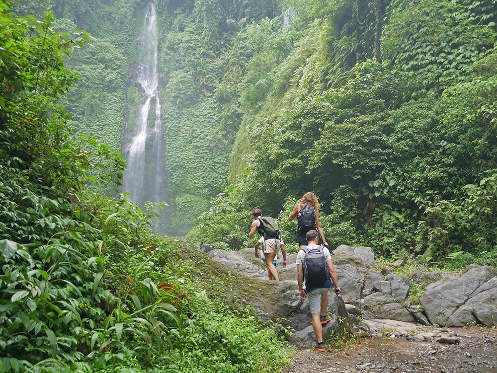 Wandeling naar de Sekumpul Waterfall