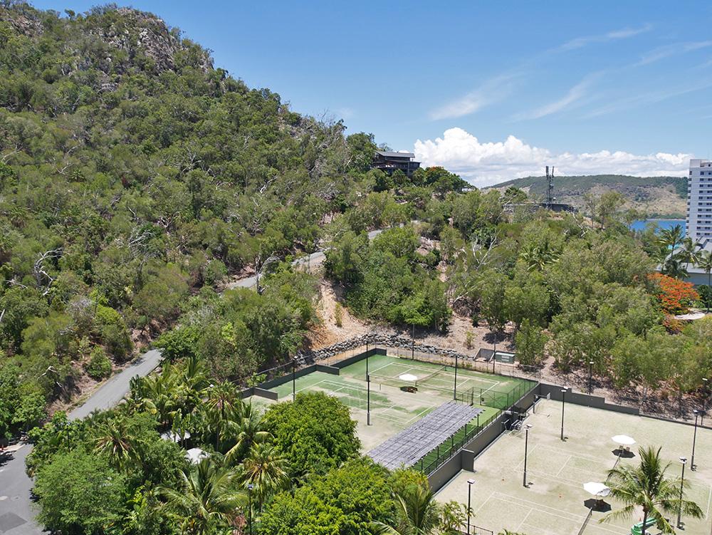 Bij ons hotel hoorden ook de achter het hotel ligende tennisbanen