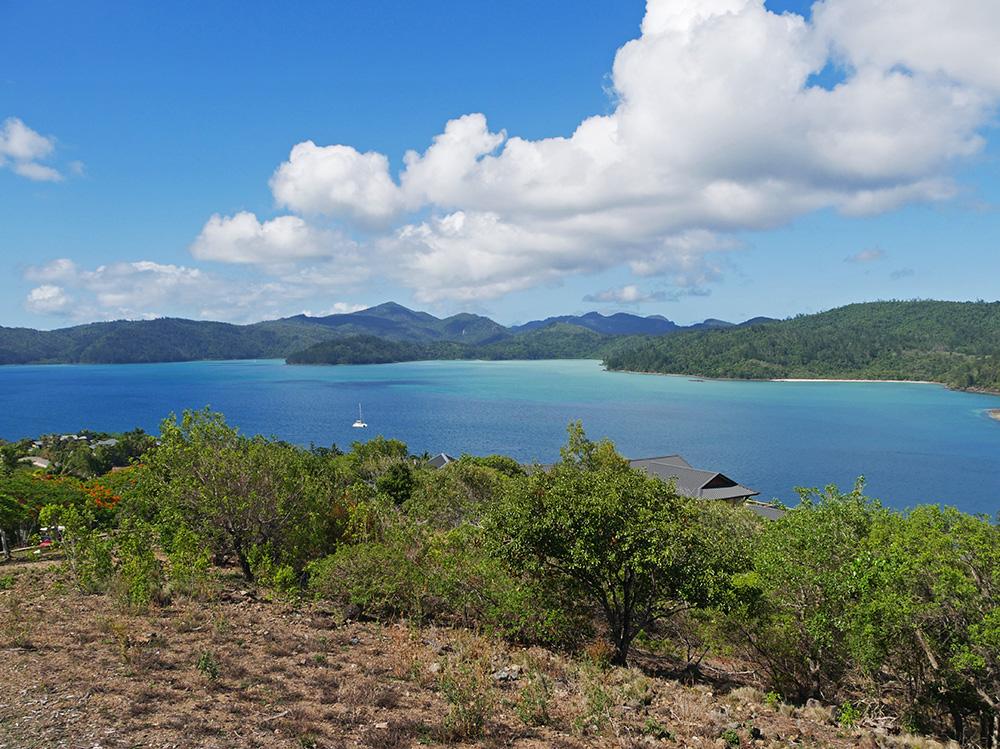 Een schitterend uitzicht over zee en over de Whitsundayeilanden