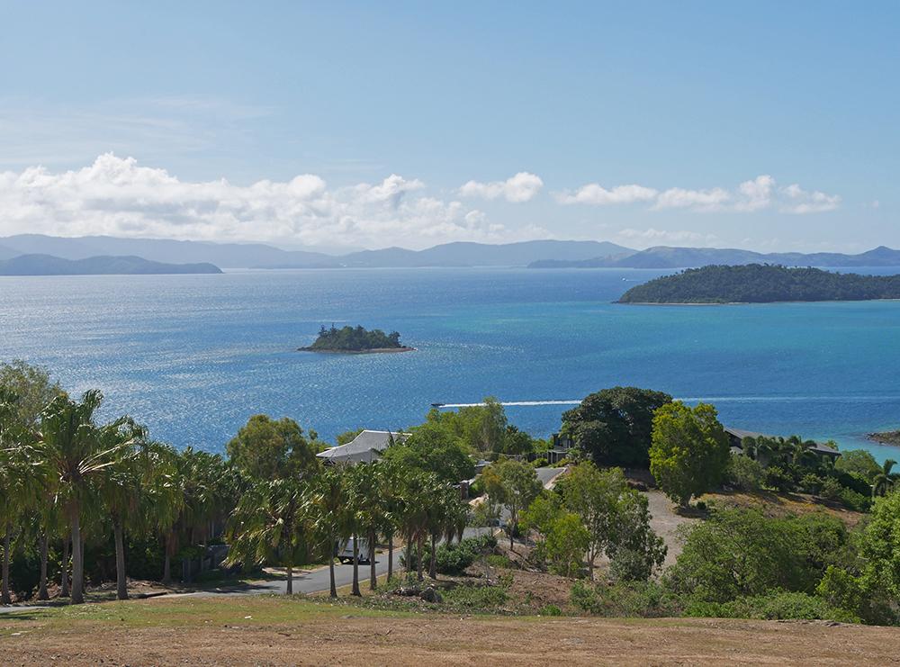 Het eiland heeft heuvels, waardoor je vanaf boven mooie foto's kunt maken