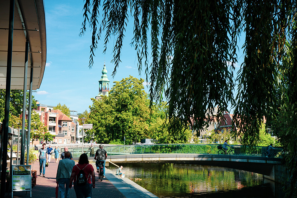 Een mooie binnenstad omringt door water