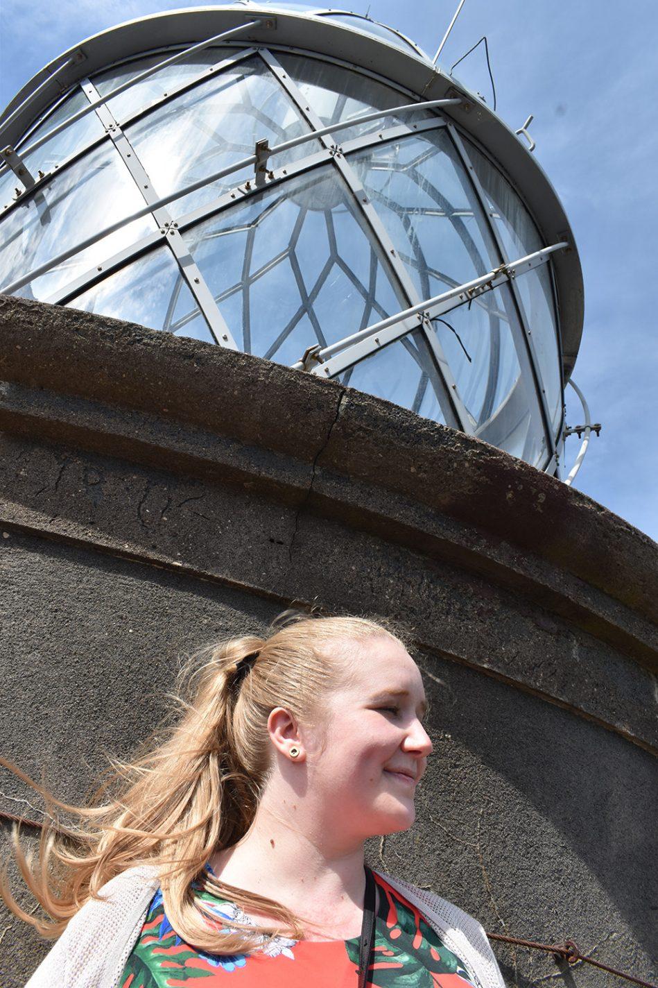 Gastblogger Valerie op de vuurtoren van Capelhinos