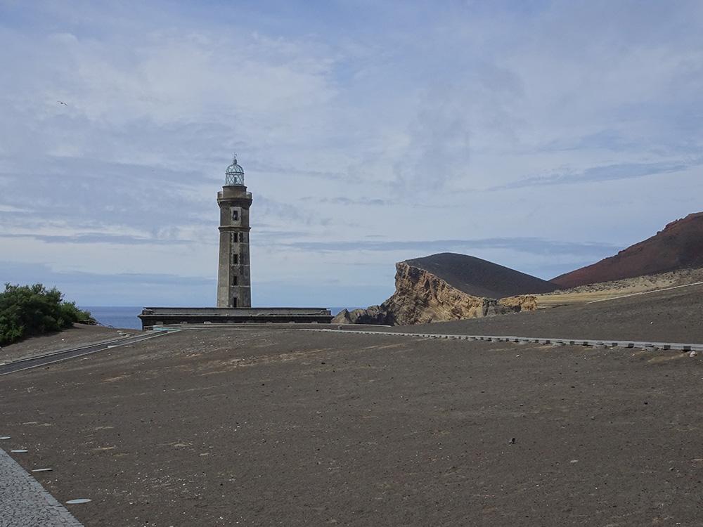Het nieuwe landschap dat ontstond na de uitbarsting van de Capelinhos in 1957