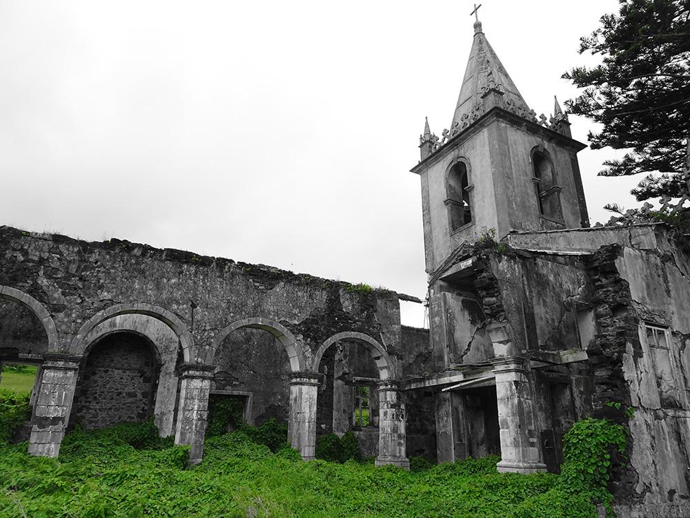 Prachtige ruïnes op Faial