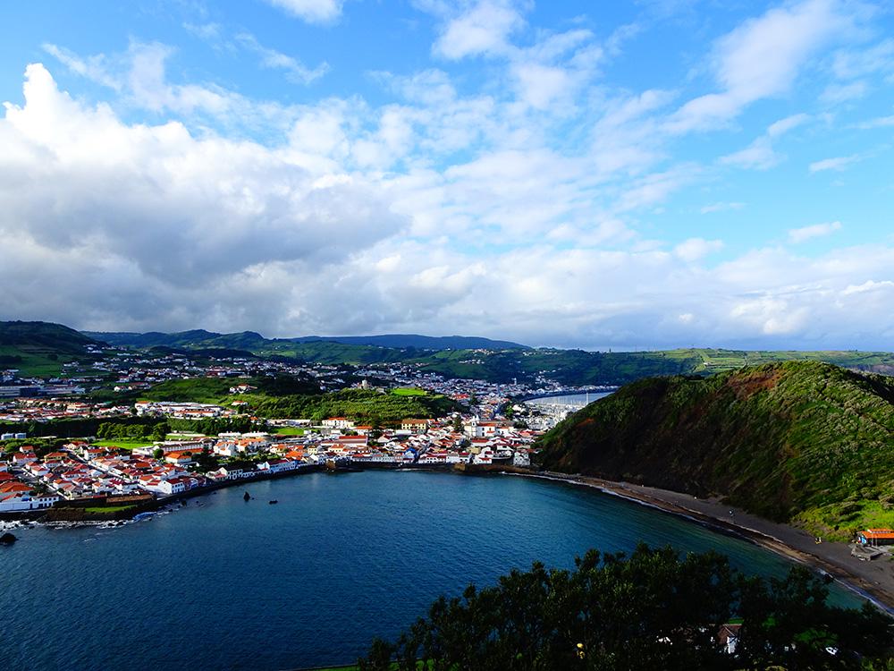 Uitzicht op Horta vanuit Porto Pim